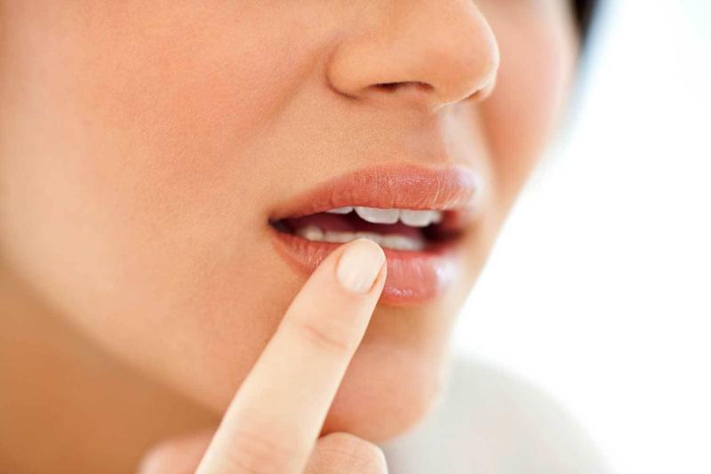 Немеют губы: о чём говорит симптом