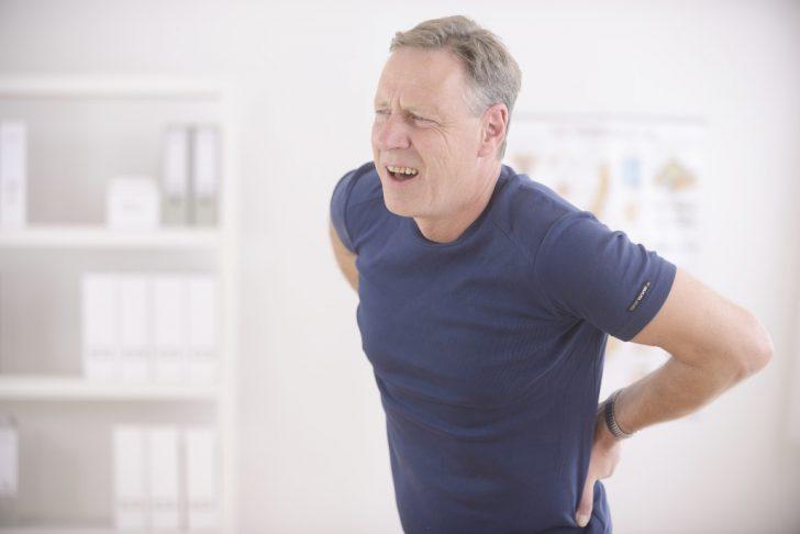 мужчина с болью в спине